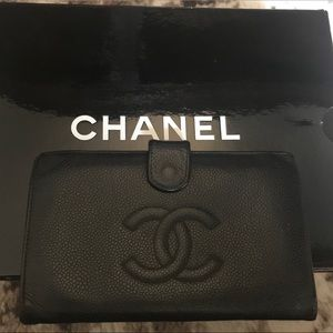 Authentic CHANEL caviar leather bifold wallet